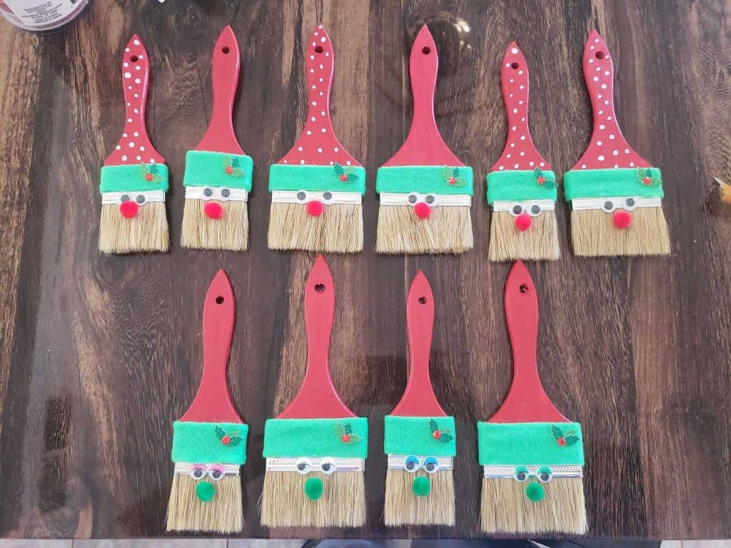 Cute DIY Holiday Paint Brushes